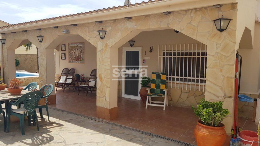 [:es]Casa en una sola planta con piscina en Vilanova i la Geltrú[:ca]Casa en una sola planta amb piscina a Vilanova i la Geltrú[:]
