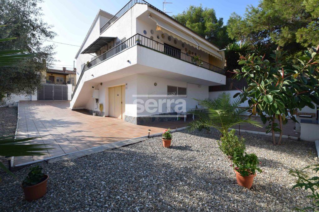 [:es]Casa a cuatro vientos en parcela de 367 m2 en Vilanova[:ca]Casa a quatre vents en parcel·la de 367 m2 a Vilanova[:]