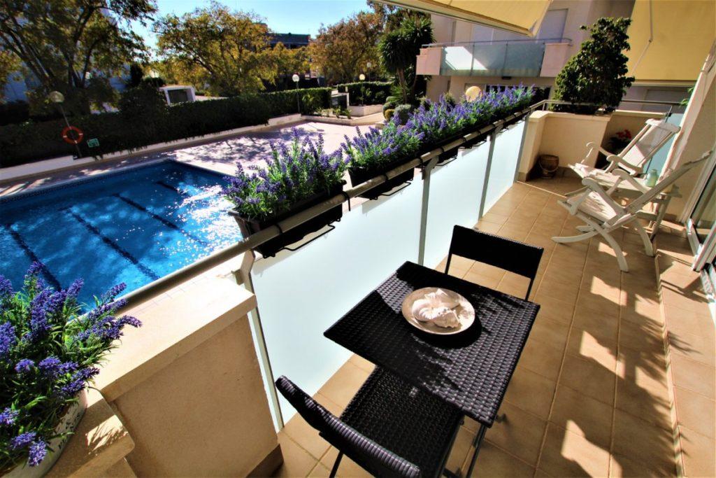 [:es]Fantástico piso con piscina comunitaria en Sitges!!![:ca]ref-5807089OH/5745[:]