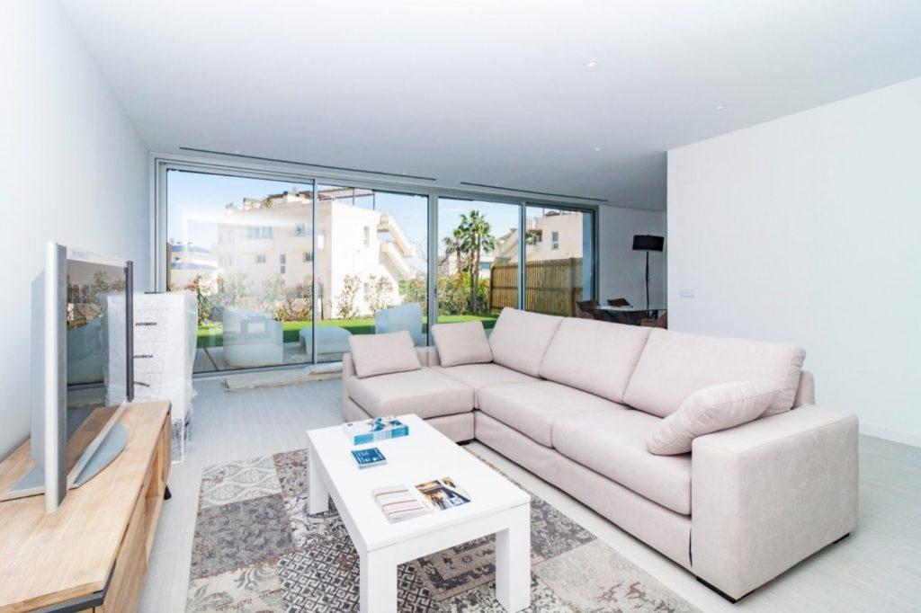 [:es]Planta baja con jardín privado de 117 m2 en Sitges[:ca]Planta baixa amb jardí privat de 117 m2 a Sitges[:]