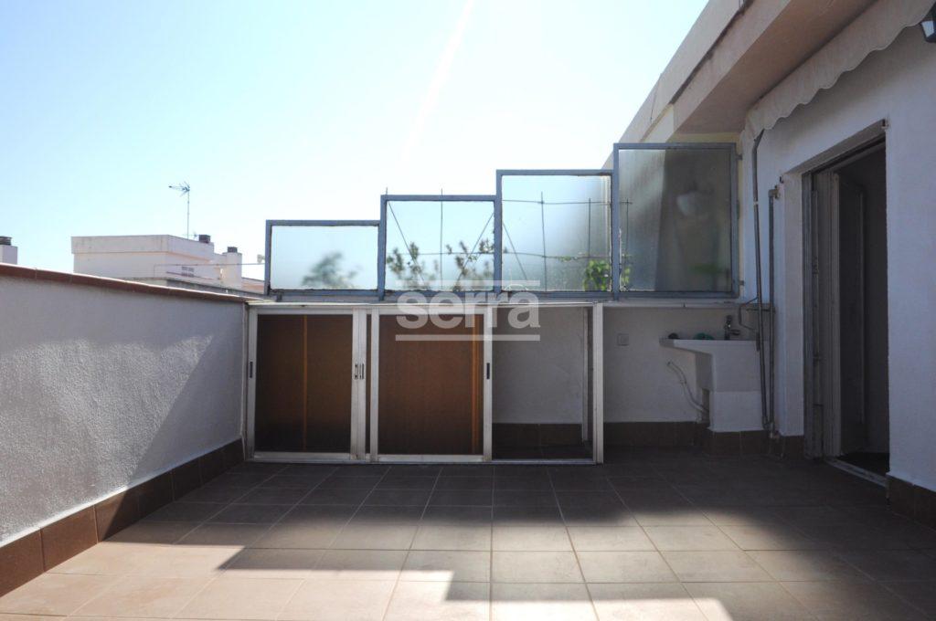 [:es]Ático con terraza de 20 m2 en Vilanova i la  Geltrú en alquiler [:ca]Àtic amb terrassa de 20 m2 a Vilanova i la Geltrú en alquiler [:]